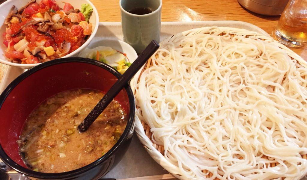 天茶屋七蔵の稲庭うどん 七蔵特製スープつけ麺と選べるミニ丼ぶりのセット
