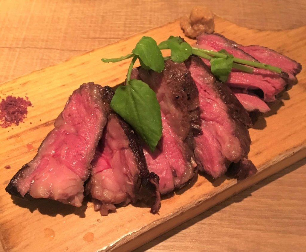 「ディプント」の「アンガス牛のステーキ(1,580円)」とっても柔らかくてジューシー。
