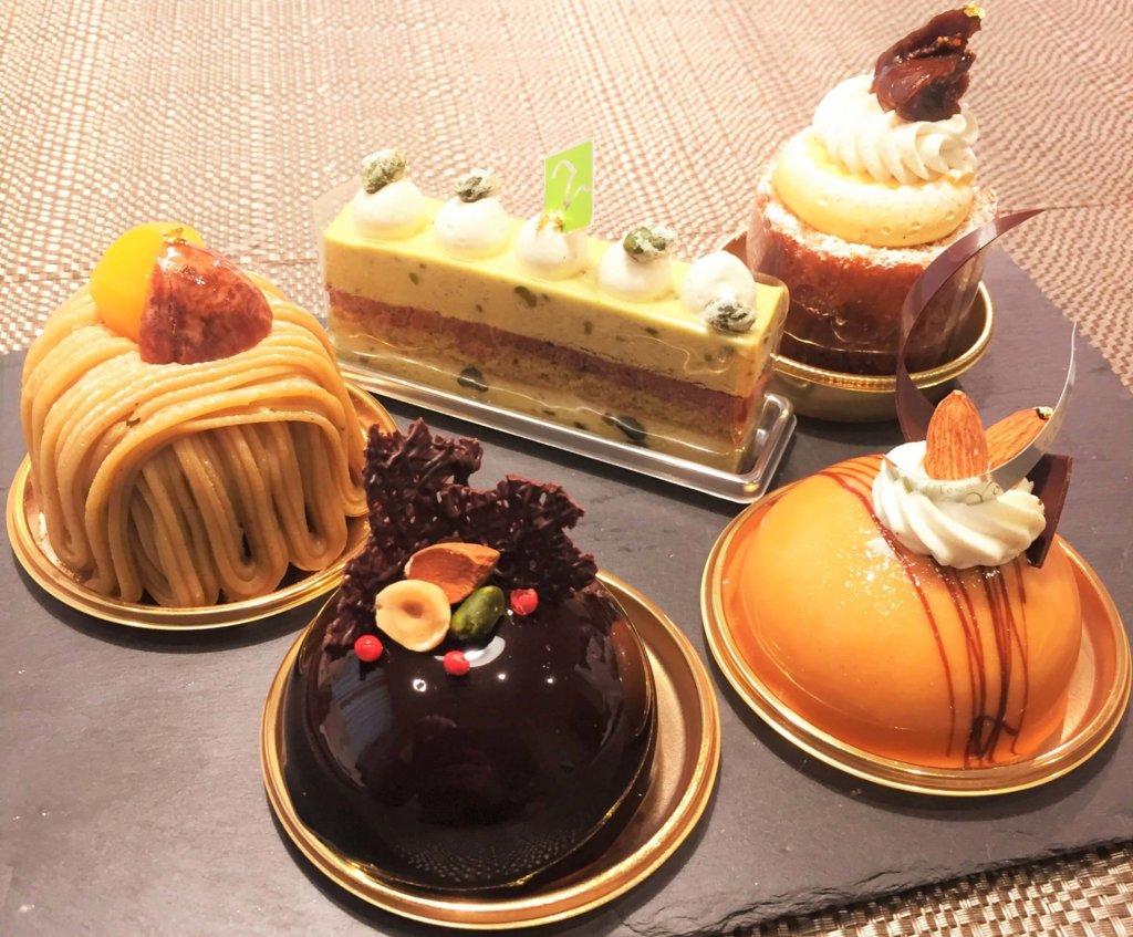 「トシ・ヨロイヅカ東京」のケーキ