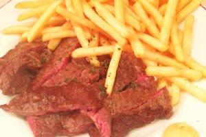 「パリのワイン食堂」メイン料理 国産 牛ハラミ肉(200g)のステーキ フレンチフライ添え(赤身でしっかりとした肉質のお肉です)
