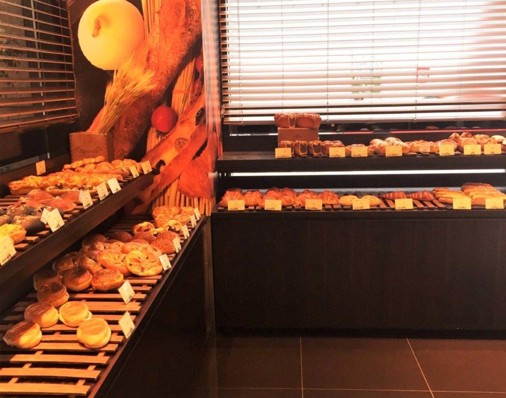 「トシ・ヨロイヅカ 東京」のパンコーナー