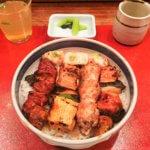 「伊勢廣(いせひろ) 銀座店」の焼鳥5本丼1,550円。皮をレバーに変更してもらってます。