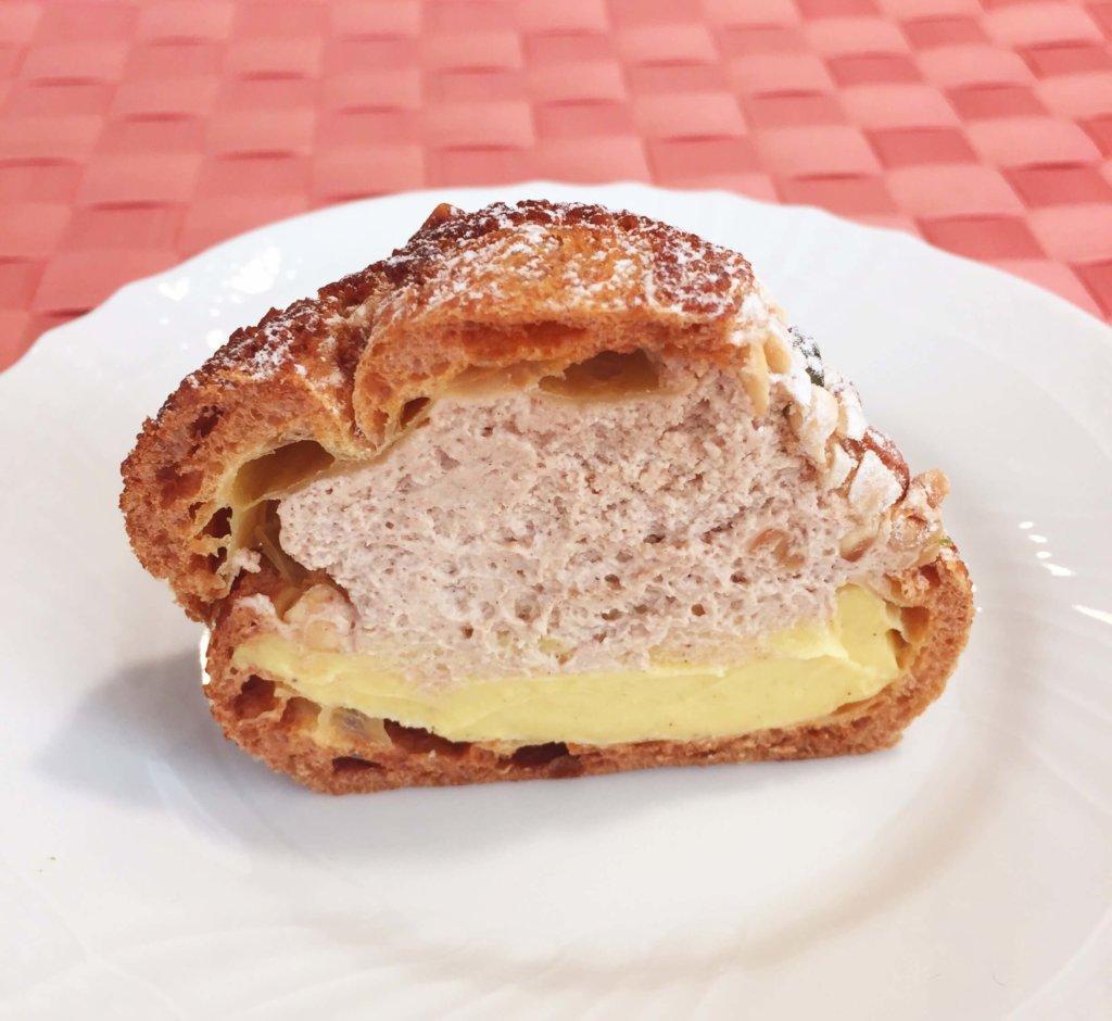 「トシ・ヨロイヅカ」の「シュー・ペイザンヌ(490円)」プラリネクリームとカスタードクリームがたっぷり入って食べ応えあり。