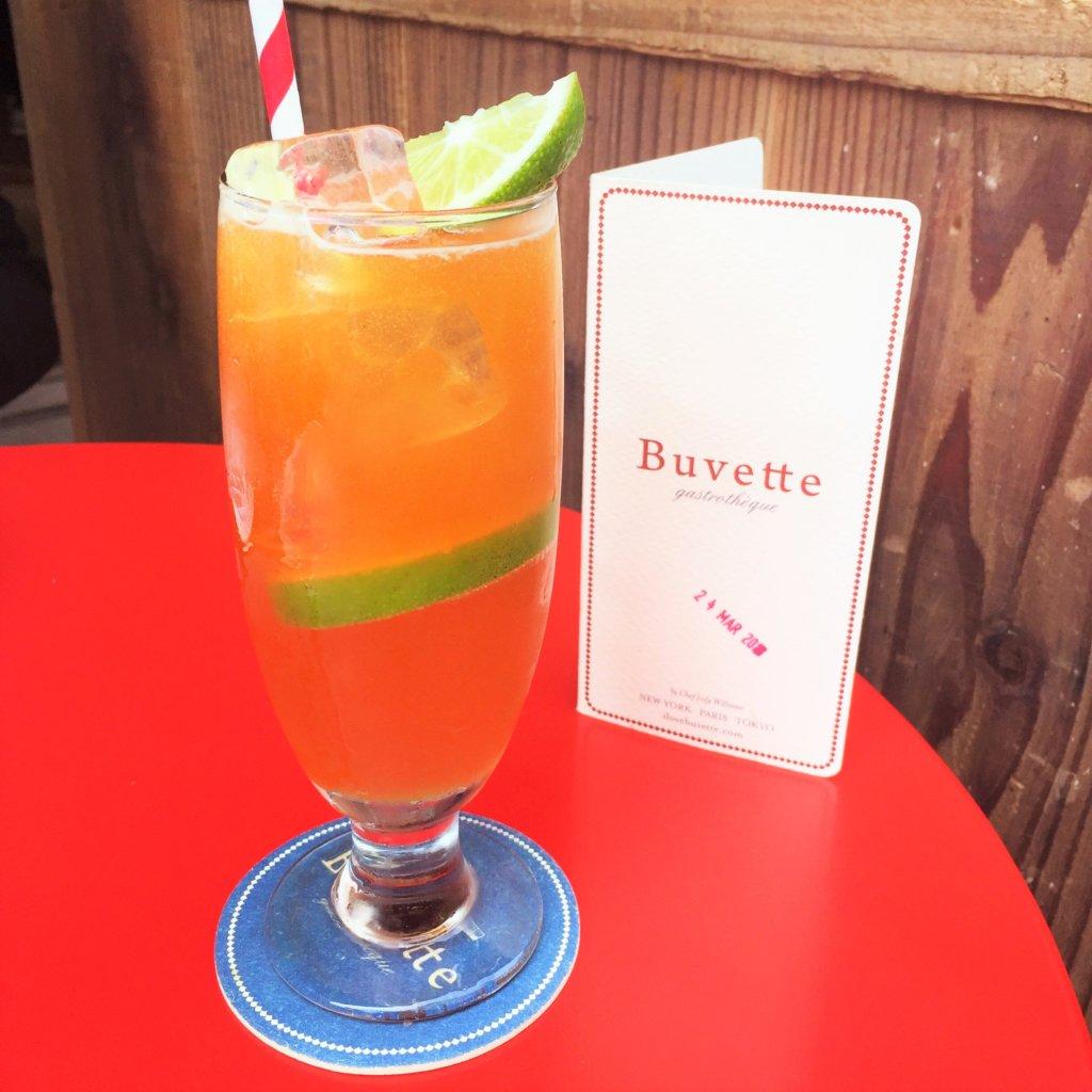 東京ミッドタウン日比谷1F「Buvette(ブヴェット)」の「ジンジャーソーダ(800円)」。