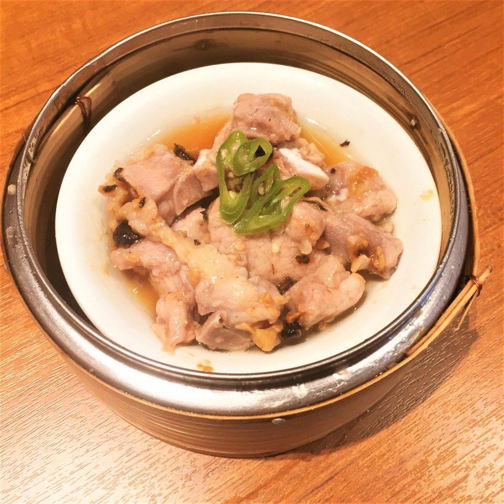 「ティム・ホー・ワ「ン(添好運 / Tim Ho Wan)」の「スペアリブの豆鼓蒸し(580円)」
