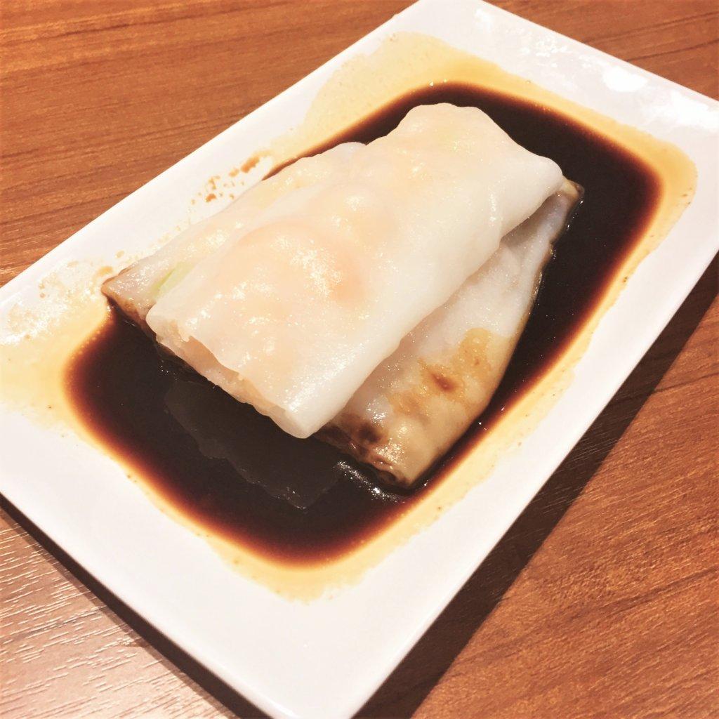 「ティム・ホー・ワン(添好運 / Tim Ho Wan)」の「海老と黄ニラのチョンファン(580円)」何度試みても美味しそうにとれず、、すみません。