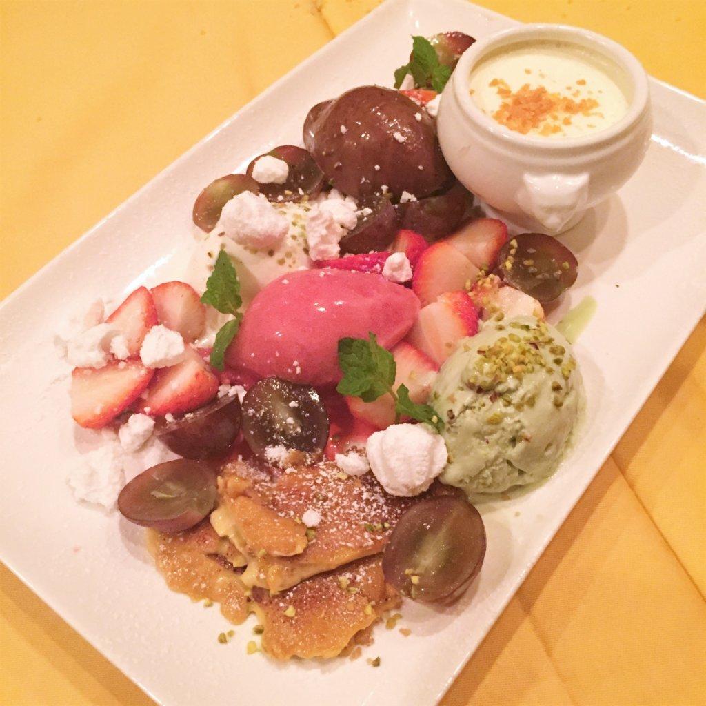 浜松町「オデリスドドディーヌ」の「デザート盛り合わせ」。事前にお願いしたデザートプレート。人数に応じて盛り合わせてくださいます♪