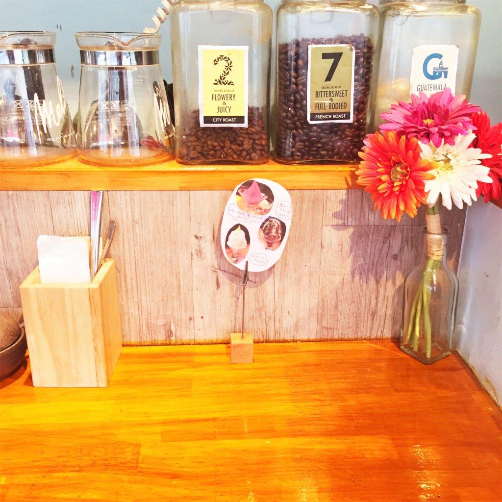 「雪ノ下銀座」のオープンキッチン側のカウンター席。