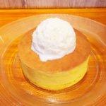 銀座「雪ノ下」の「よつ葉クリームチーズのパンケーキ 自家製練乳アイスを添えて(800円)」