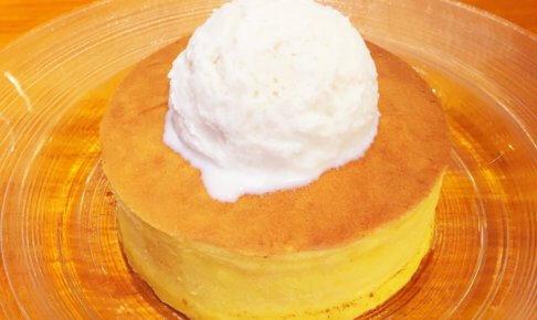 銀座「雪の下」の「よつ葉クリームチーズのパンケーキ 自家製練乳アイスを添えて(800円)」