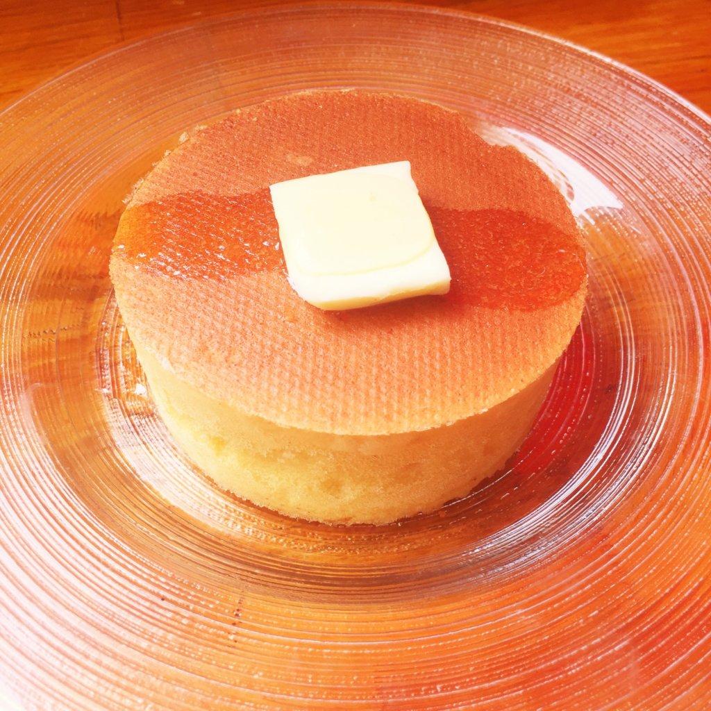 銀座「雪ノ下」の「国産発酵バターと初夏の花のはちみつ」のプレーンパンケーキ(700円)。