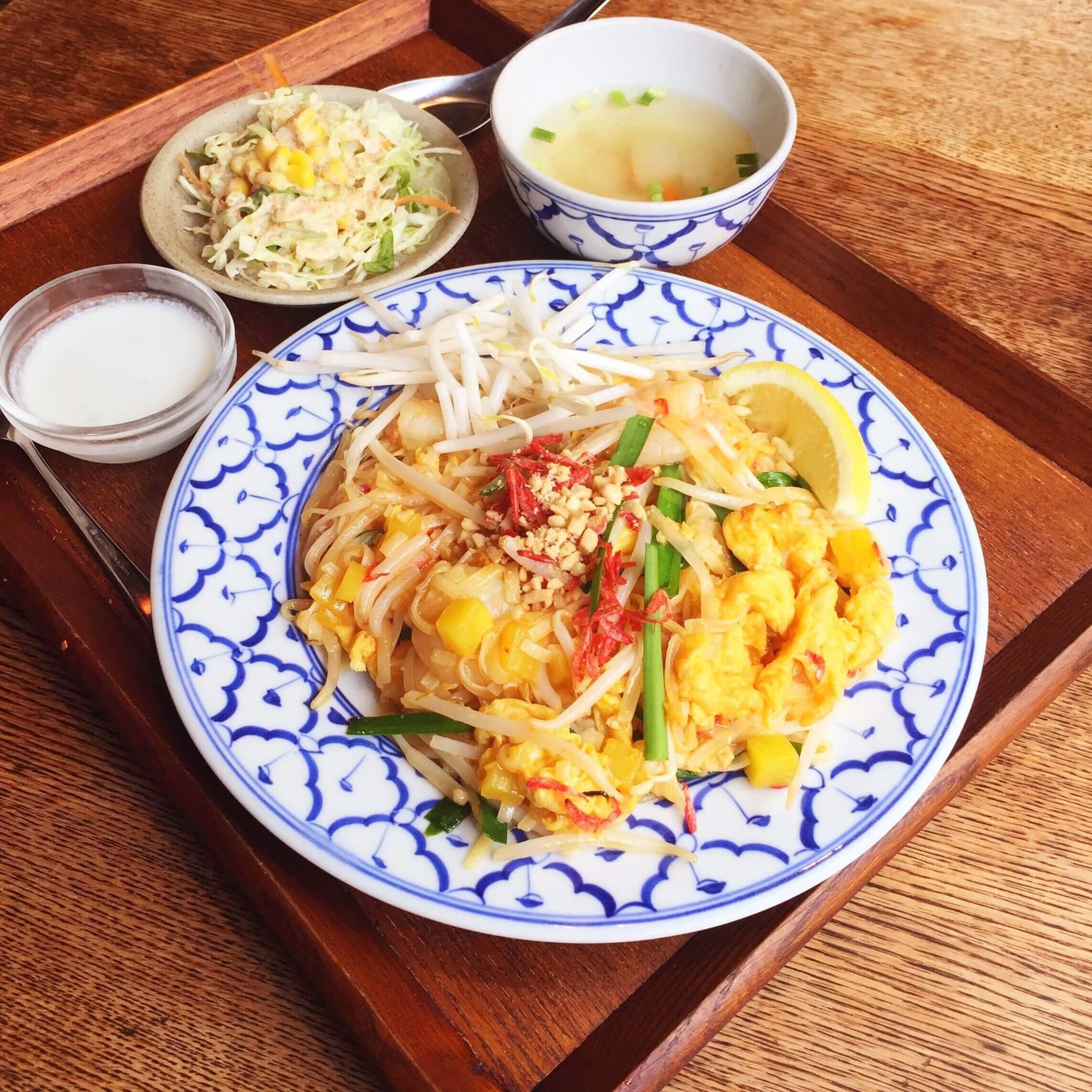 新橋タイ料理バル「タイ象」のランチセット「パッタイ900円」
