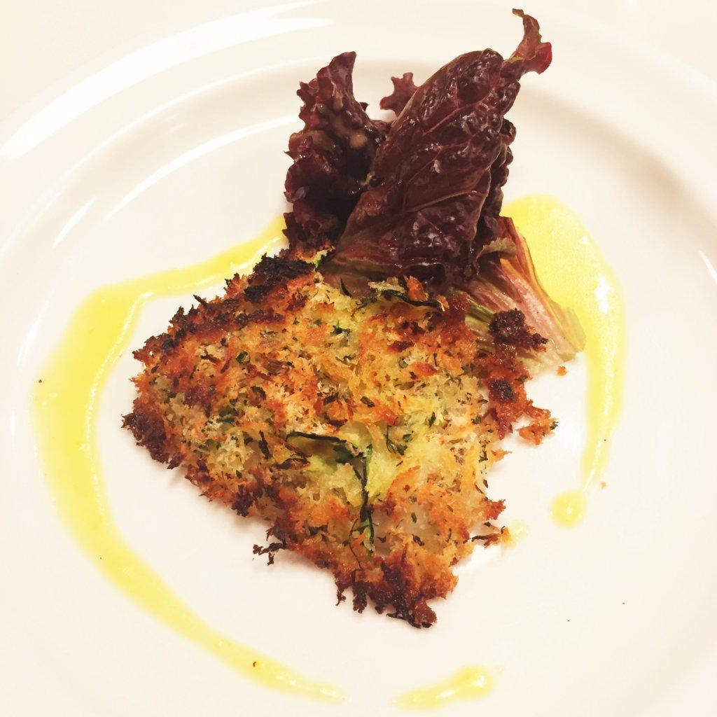 吉祥寺のビストロ「パッサテンポ」のメインのお魚料理「大分豊後水道産ハモのパン粉焼き」
