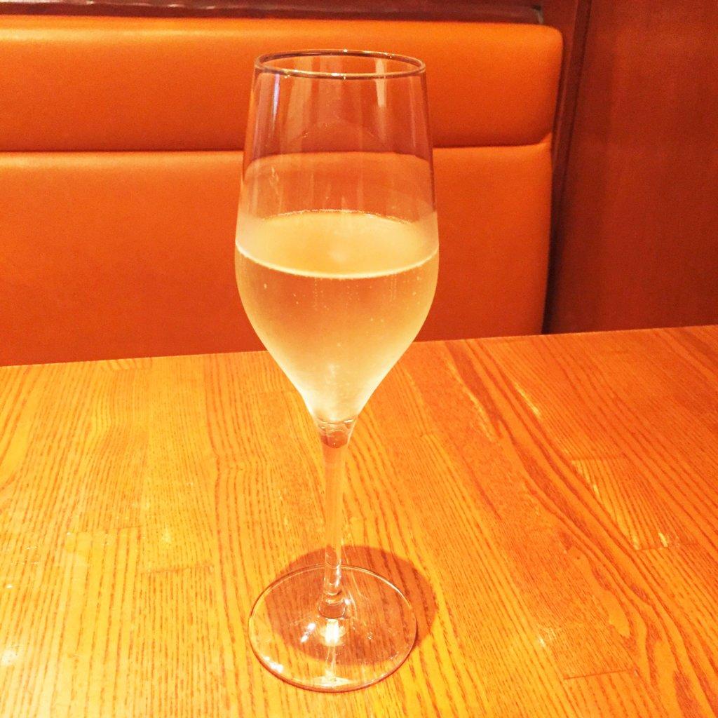 東銀座「ヴォメロ」のディナー「グラススプマンテ750円」