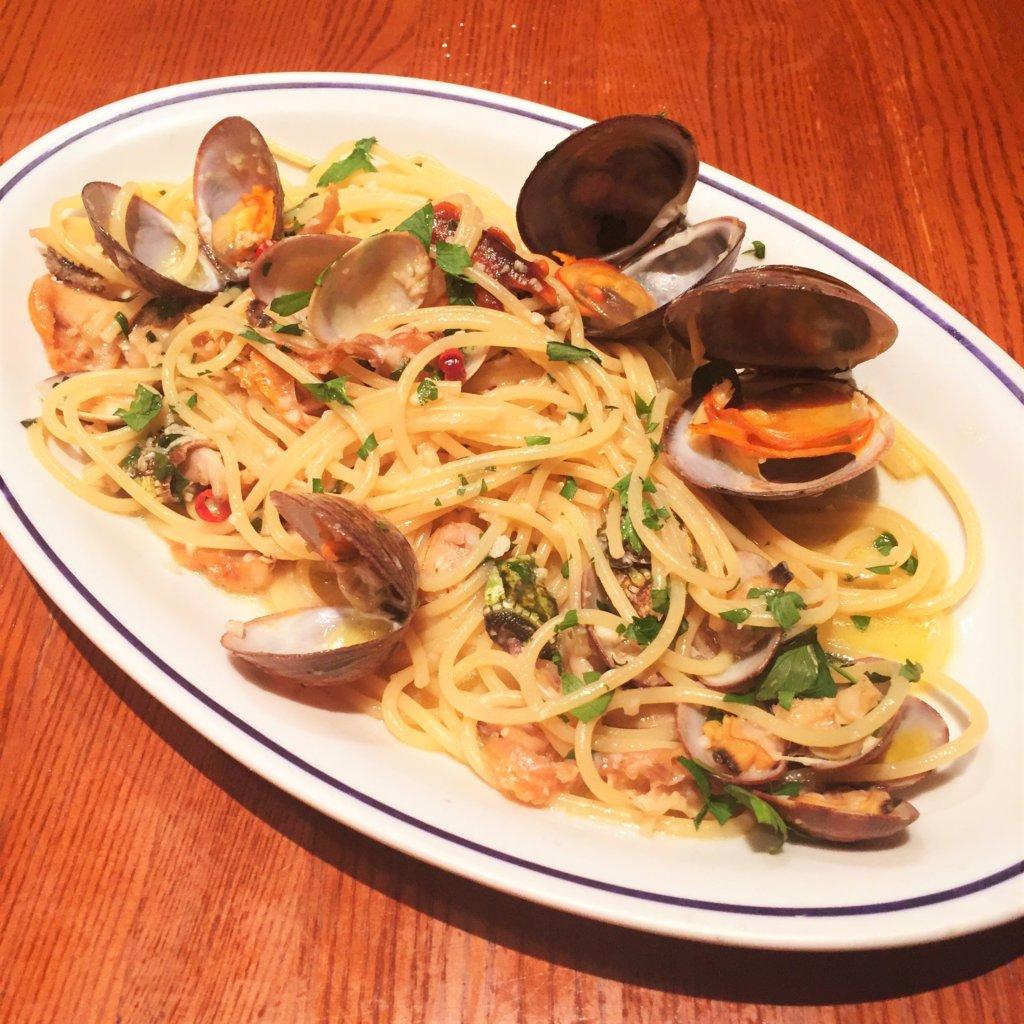 東銀座「ヴォメロ」のディナー 「プリフィックスコース 税抜3,500円 3名分」のパスタ「漁師のペペロンチーノスパゲッティ」単品だと1,800円