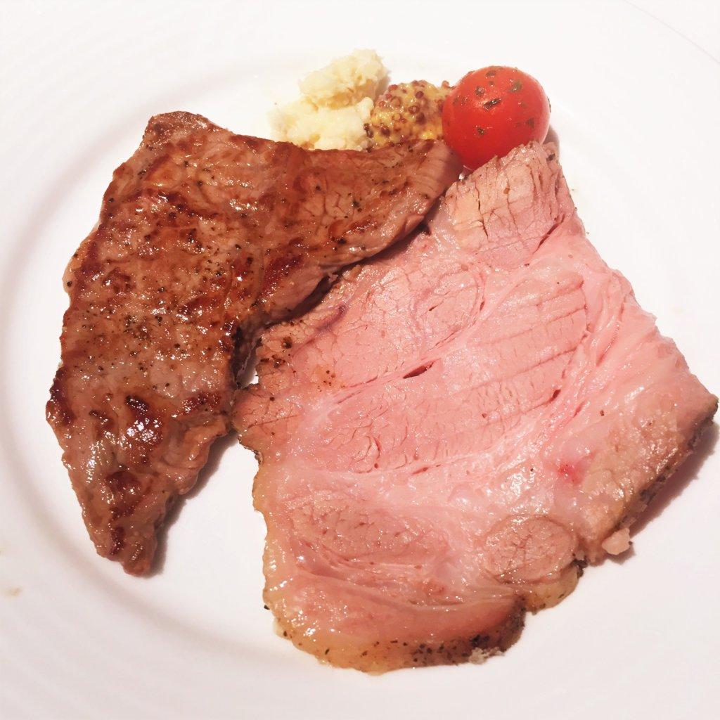 コートヤード・マリオット銀座東武ホテル「フィオーレ」のNYグリル&ブッフェのディナータイムのハーブ三元豚の塩釜焼きとビーフステーキ