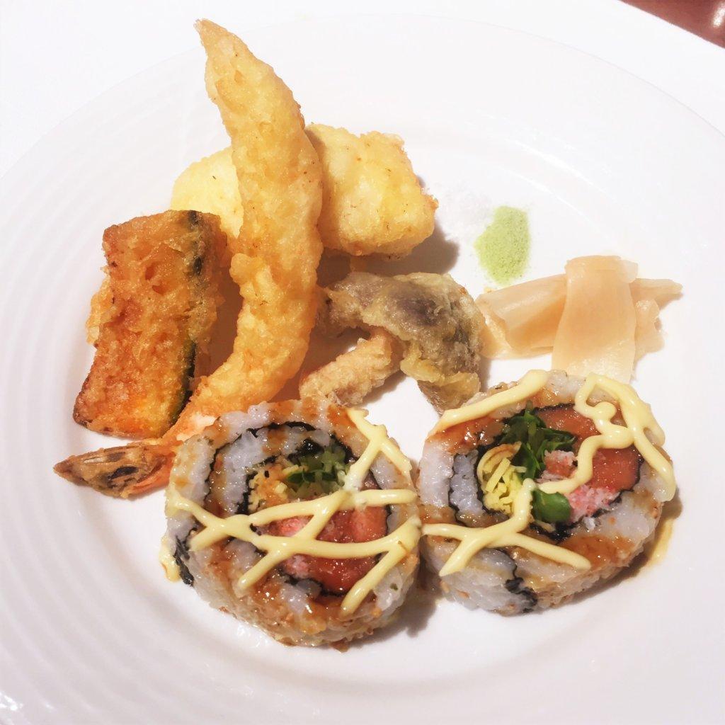 コートヤード・マリオット銀座東武ホテル「フィオーレ」のNYグリル&ブッフェのディナータイムの寿司ロールと天婦羅