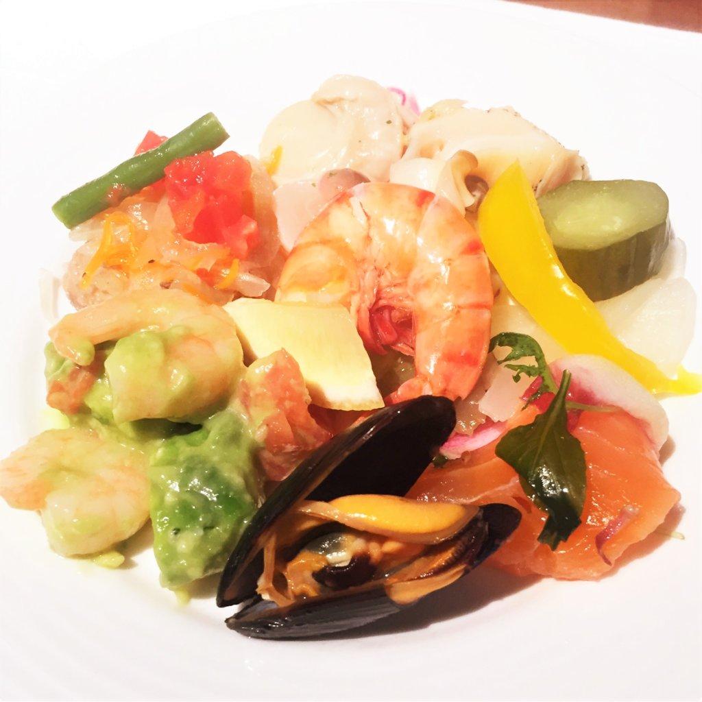 コートヤード・マリオット銀座東武ホテル「フィオーレ」のNYグリル&ブッフェのディナータイムの洋食の前菜は、シーフードをふんだんに使用したメニューが絶品です♪