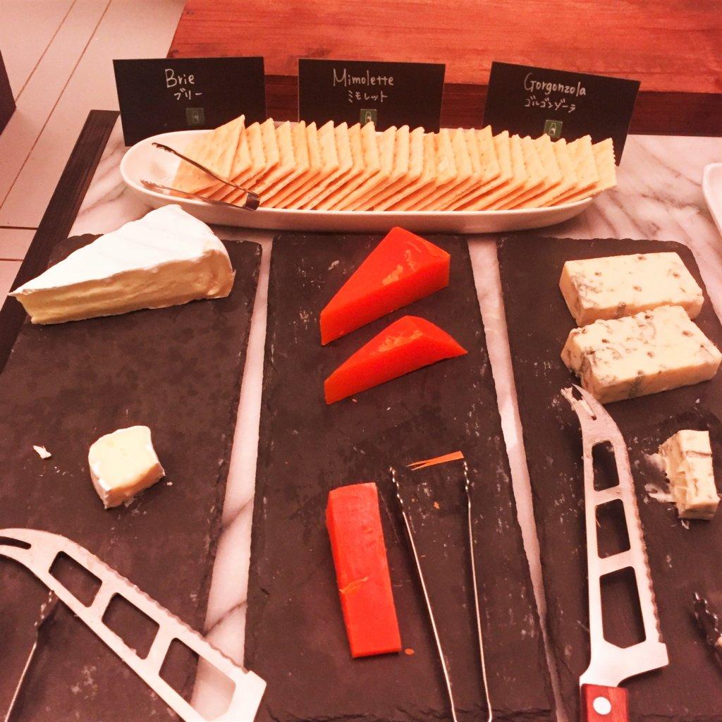 コートヤード・マリオット銀座東武ホテル「フィオーレ」のNYグリル&ブッフェのディナータイムのチーズ