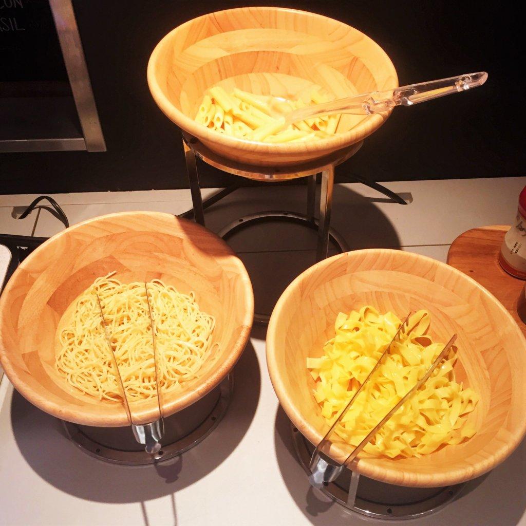 コートヤード・マリオット銀座東武ホテル「フィオーレ」のNYグリル&ブッフェのディナータイムのパスタステーション