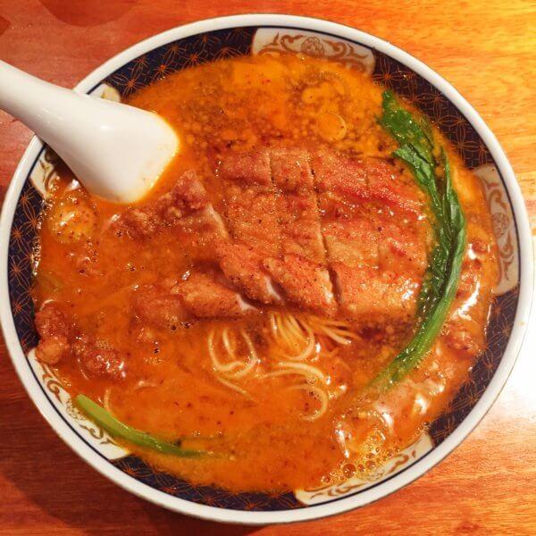 銀座「支那麺 はしご 本店」の「排骨担々麺(ぱいこうだんだんめん)1,000円」