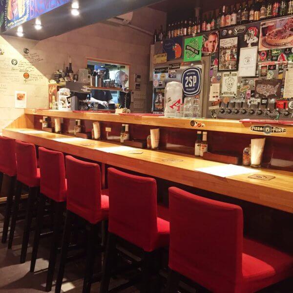 「デビルクラフト浜松町店」のカウンター席