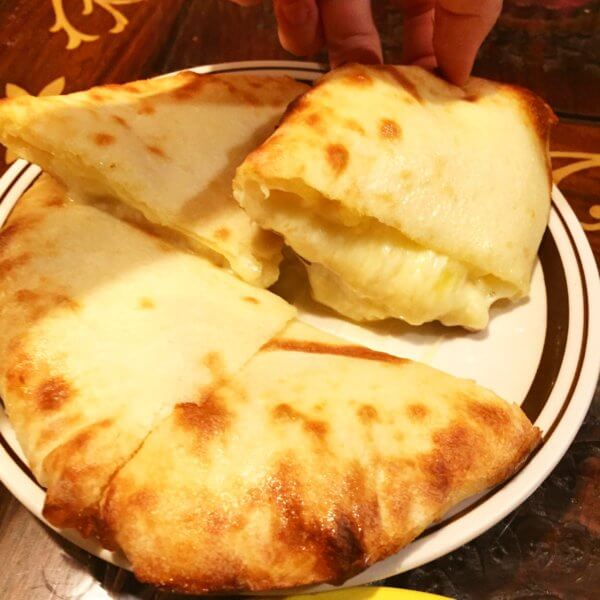 銀座8丁目の北インド料理専門店「アナム」のチーズクルチャ♪